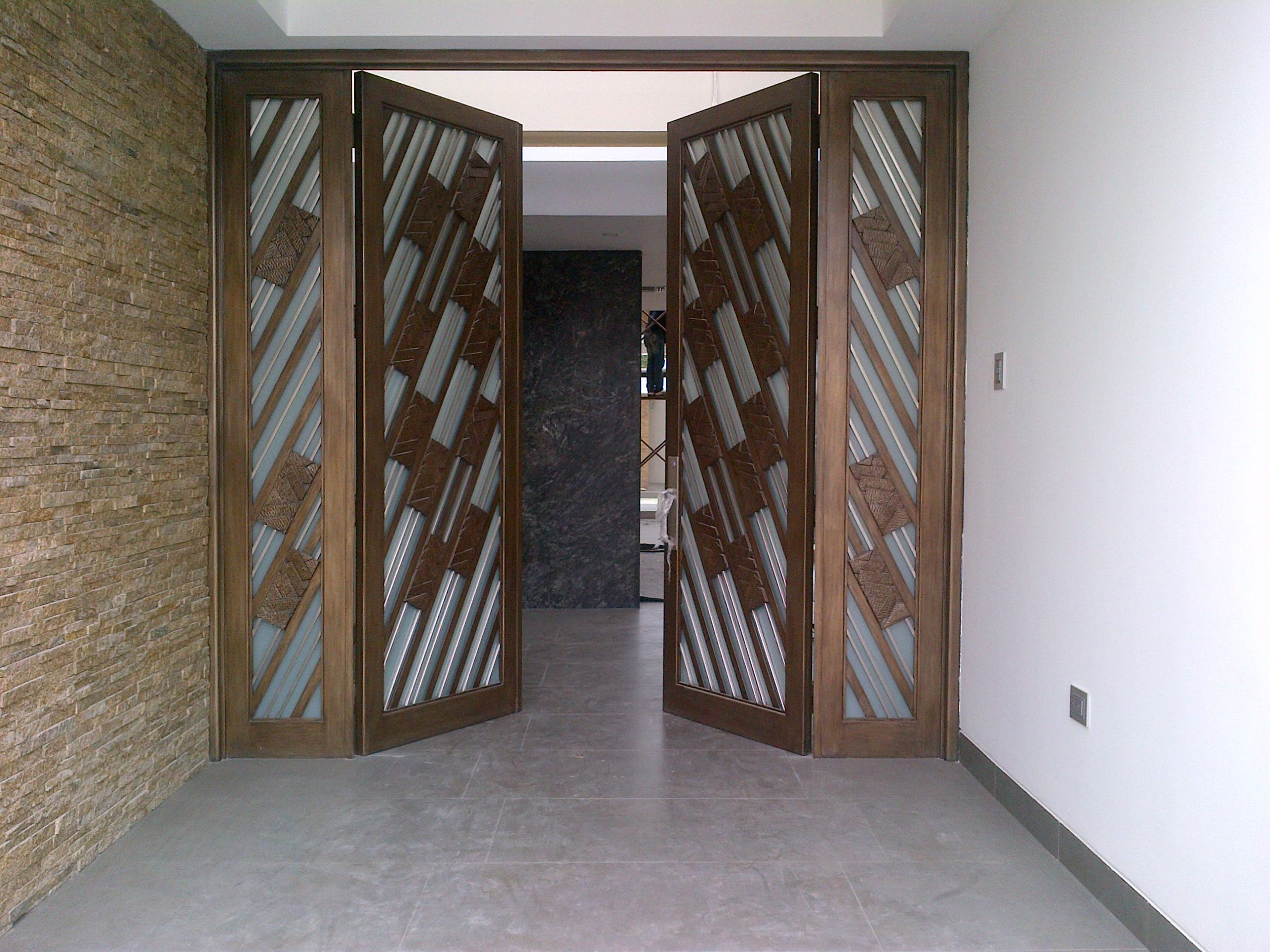 Grand Double Doors Matching Side Lites Diagnal Glass Design