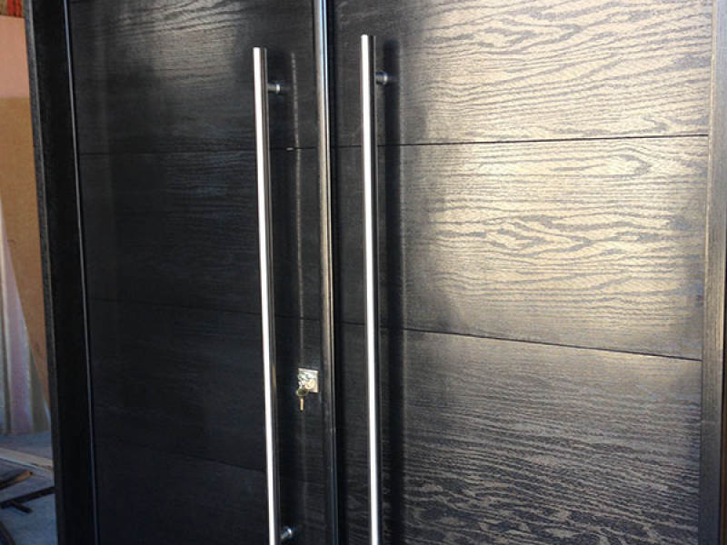 Modern Rustic Woodgrain Doors with Stainless Steel Handles During Manufacturing
